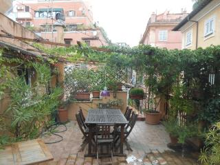 Charming 3 bedroom duplex with terrace, Rome
