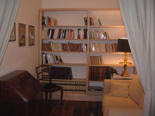 Alcove with book shelf