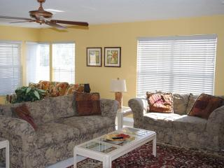 3BR/2BA Beautiful Beach Location, Indian Rocks Beach