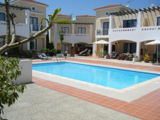 Heavenly 2 bed (sleeps 6) - lovely pool & nr beach