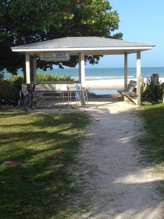 Deeded Access to Beach - 10 to 15 min walk from Condo