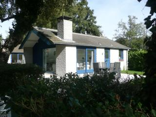 Bungalow::: Sleeps 6 / 2 Bedrooms 30min AMSTERDAM, Loosdrecht
