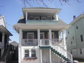 Classic 4 Bdr Ocean City Beach Block Upper Cottage