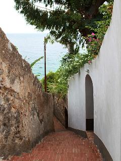 Lane leading to the entrance of Casa Blu