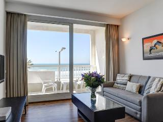 TLV / 1 BR Vacation Apt with Balcony and Ocean Vie, Tel Aviv
