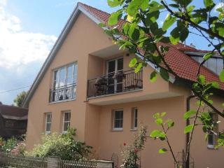 Vacation Apartment in Aidhausen - 1238 sqft, 5-star-apartement, well-maintained, central, modern (#…, Friesenhausen