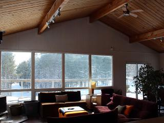 Chalet-style Cabin w/Hot Tub. Winter is coming!, Priceville