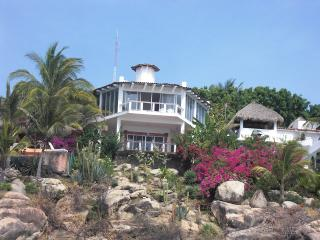 Mexican Oceanside villa with spectacular views, Colonia Luces en el Mar