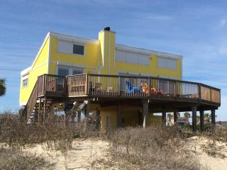 Charming Beachfront House Sleeps 8 ** On The Beach, Galveston