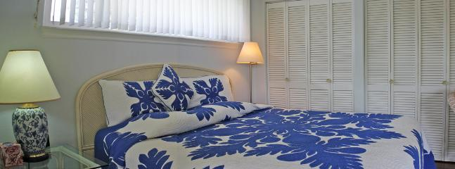 Sleep until noon in our plush California king bed with its gorgeous Hawaiian quilt breadfruit design.
