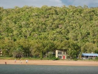 Paco' Beach Hut, Magnetic Island