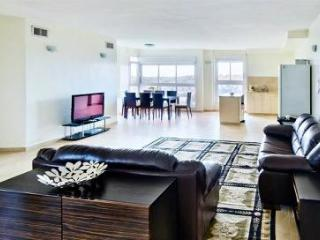Luxury 2 Bdr Apt In German Colony - Amazing Views!, Jerusalém