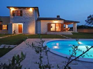 CASA TIA - beautiful stone house among olive trees, Jursici