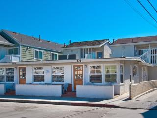 108 B 28th Street- Upper 2 Bedroom 1 Bath, Newport Beach