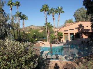 QUITE INVITING!! 2BR2BA-sleeps 6 VENTANA CANYON, Tucson
