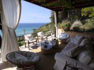 Unique Strandhaus mit Meerblick in Glyfada-Korfu