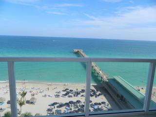 LA PERLA OCEAN FRONT SPECTACULAR VIEW, Sunny Isles Beach
