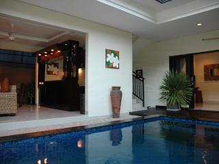LEGIAN 3 Bed Villa - 10 min walk to beach - Heart Legian - Sleeps 8 - ged