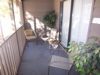 1 BR, (3CV) 2nd Floor, King, 1 Mile to  Beach