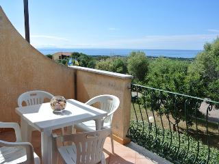 Studio with sea view and swimming pool, Badesi
