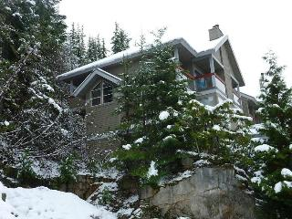 SKI-IN/SKI-OUT 3 BEDROOM TOWNHOUSE, Whistler