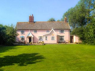 ST MICHAEL'S HOUSE, wooden beams, woodburning stove, in rural location in