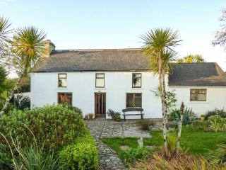 FARMHOUSE, pet-friendly, woodburner, rural views, detached cottage near Ballydehob, Ref. 31098