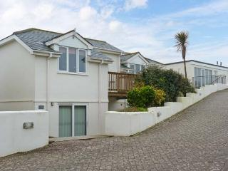 BEACHCOMBERS, detached cottage, with shared use of swimming pool, sauna, gym, near Newquay, Ref. 903500