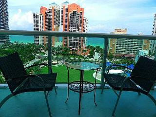 Luxury Apartment One Step Away From The Beach-ocea, Sunny Isles Beach