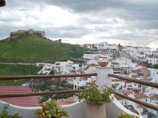 Townhouse with amazing views of Moorish Castle