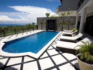 Royalty Queen Villa 6BR, car + driver, Jimbaran