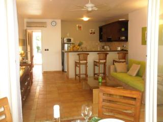 Sea & Salt - 1 bedroom and direct access to the beach by the pool