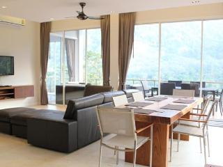 Penthouse Mountain View Apartment, Kamala