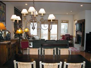 BC West 3-Bedroom Townhouse w/ Garage, Avon