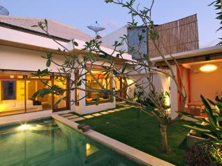 Villa in Seminyak - private pool + garden - 2 Br