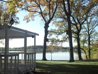***Moon Song Vacation Cottage on Spring Lake***, Prior Lake