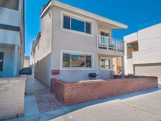 106 B 30th Street- Upper 3 Bedrooms 2 Baths, Newport Beach