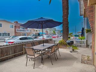 121 A 28th Street- Lower 2 Bedroom 2 Bath, Newport Beach