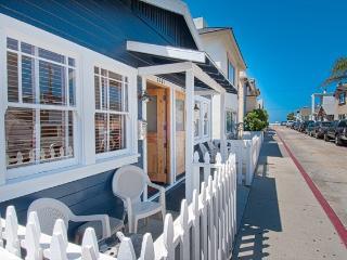 122 B 25th Street- Lower 2 Bedroom 1 Bath, Newport Beach
