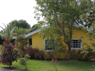 Cute Little Cottage 3 mins drive to Beach, Bridgetown