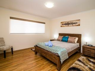 Busselton Holiday Home - sensational location!