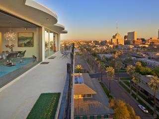 Amazing Penthouse! 1 Bdrm/1.5 Bath, Phoenix
