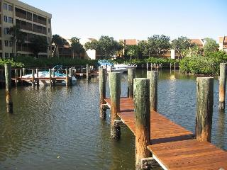 Midnight Cove: Living on the Water, Sarasota