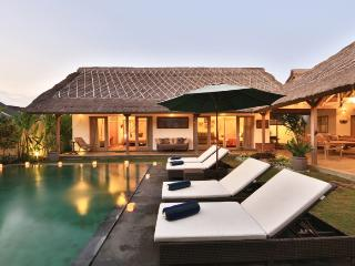 Classic Balinese villa located in a tranquil area of Seminyak