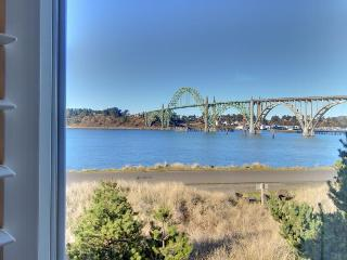 Gorgeous riverfront home w/ bay & ocean views, close to beach - dogs ok!, Newport