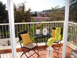 SOL BAHIA!! Walk to Funchal, new flat,  3 bedrooms