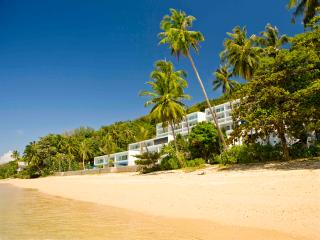 Blissful beachfront suites - 4 bedroom sea view, Chalong