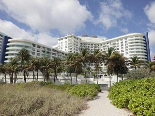 Master 2 Bedroom, Bldg located right on the Ocean^