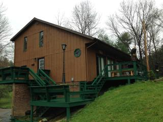 1st Choice Cabins - The Pines - Hocking Hills Ohio, Logan