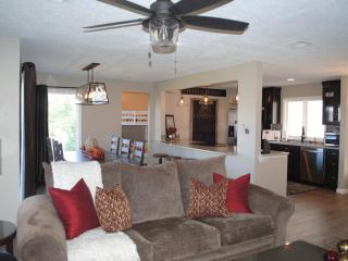 Beautiful Remodeled 4 Bedroom Condo, Sleeps 14, St. George